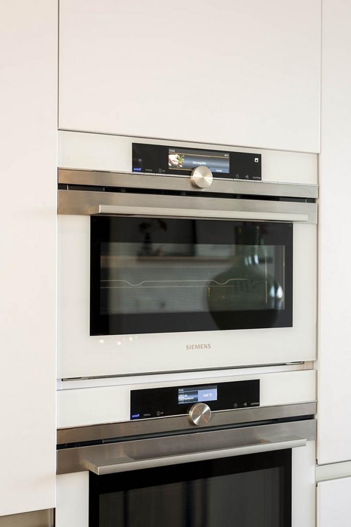 Strakke witte keuken van Koopman Design te Enschede