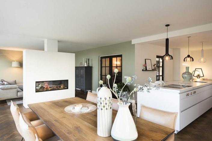 Strakke witte keuken van Koopman Personal Design Enschede