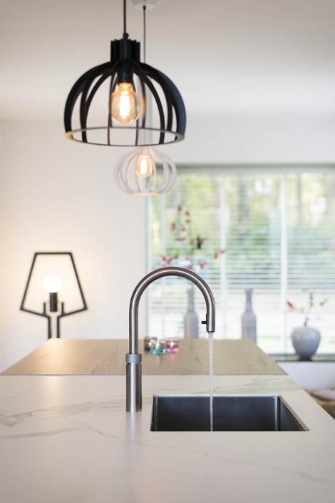 Strakke witte keuken van Koopman te Enschede